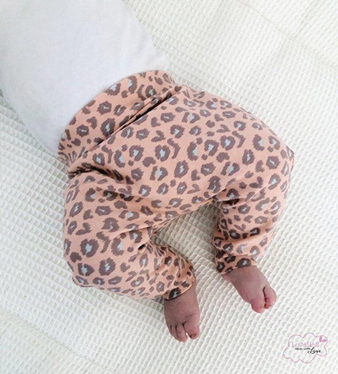 babybroekje panter stof pink babystofjes.nl