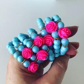 Kinderarmband lichtblauw met roze