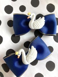 Haarstrik donkerblauw met zwaantje