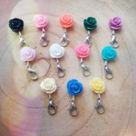 Gekleurde Roosjes Mini Sleutelhangertjes