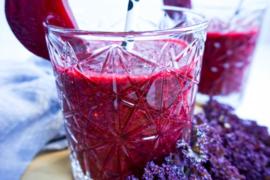 Paarse boerenkool & rode biet smoothie