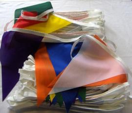 10 Vrolijke kleuren vlaggenlijn STOF wimpellijn puntmodel 20 x 30 cm