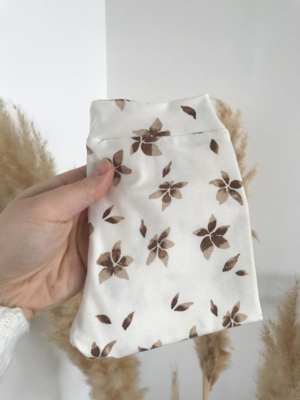 Broekje bloemen bruin