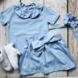 Outfit ijsblauw met strik