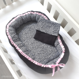 Babynestje leopard all black - Roze lint