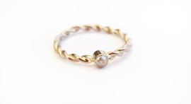 TWIST ring met grijze diamant