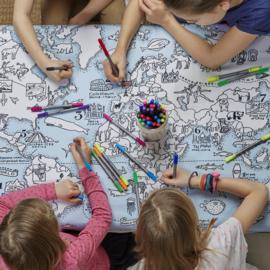Kleur & leer tafellaken met wereldkaart