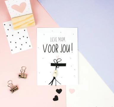 Kadootje voor mama | Ansichtkaart + gelukspoppetje