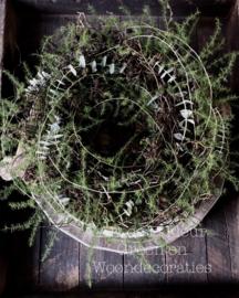 Krans Wilg met Asparagus om neer te leggen of op te hangen
