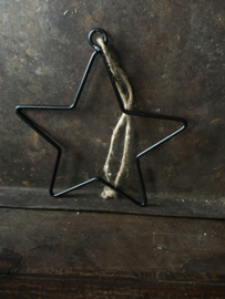 Zwarte ster met ophangringetje 15 cm