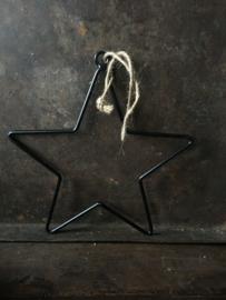 Zwart metalen ster met ophangringetje 20 cm