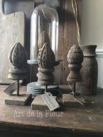 Aura Peeperkorn ornamentje op voetje nr 1