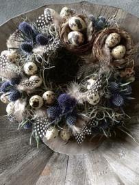 Klein schattig kransje met nestjes en Disteltjes 20 cm