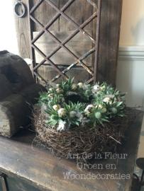 Tulband Pasen met Witte Disteltjes 25 cm