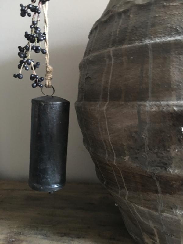 Donkere zinken klok met klepel 18 x 5 ong