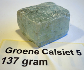 Groene calsiet ruw 137 gram Kubus