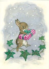Molly Brett kaart 'Rabbit holding present in falling snow, with ivy'