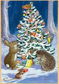 Molly Brett kaart 'Animal & Birds decorating Christmas Tree'