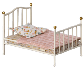 Maileg- vintage bed mouse off white