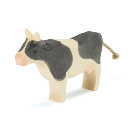 Ostheimer koe zwart staand