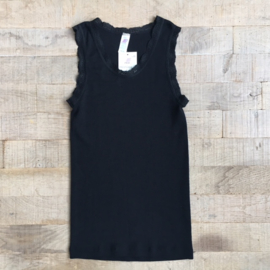 Engel Ladies´ sleeveless shirt with lace finish at the neckline and armhole black