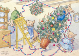 Molly Brett kaart 'A family of pigs putting up Christmas decorations'