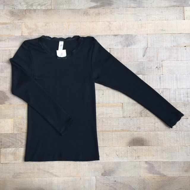 Engel Ladies´ shirt long sleeved with lace finish at the neckline and the sleeves black