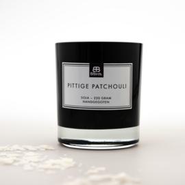Geurkaars Pittige Patchouli in zwart glas