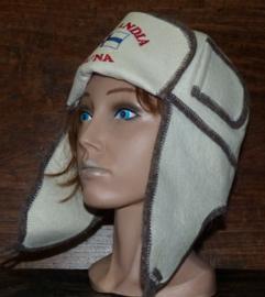 "Saunahat Cap with ear flaps met tekst ""Finlandia Sauna"""