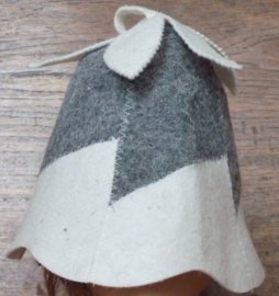 Handbell model saunamuts in de kleur wit/grijs.