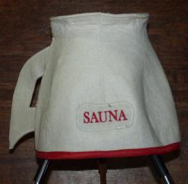 Saunahat bierpul tekst sauna in het  rood