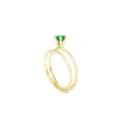 Twist verlovingsring in 18kt geel goud met smaragd