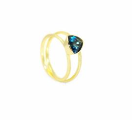 Nina twist ring in18kt geel goud met een London blue topaz
