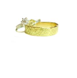 Trouwringen, zilver met gouden detail voor haar, 18kt geel goud voor hem,  1395€