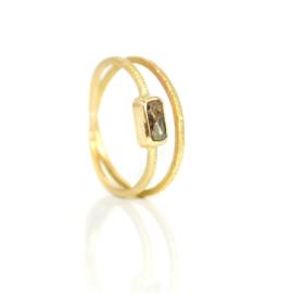 Verlovingsring  in 18kt geel goud met een salt & pepper diamant