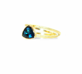 Nina twist ring in18kt geel goud met een London blue topaz