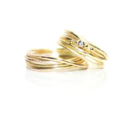Trouwringen in 18kt geel goud met diamantje, voor deze set : 3250€