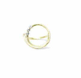 Twist Alice ring in 18kt geel goud met lab grown diamantjes, ook mogelijk in rosé goud