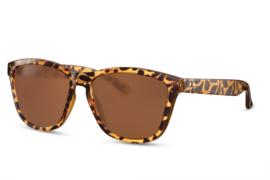 Zonnebril, kleur lens: bruin, kleur montuur: bruin, hoogte: 4,8cm, breedte 14cm, 100% uv-bescherming, categorie 3, deze bril wordt geleverd in een stevige brillen etui