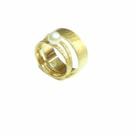 Trouwringen, 18kt geel goud, met zoetwaterparel, 1650€