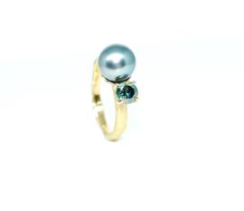 You & Me ring in 18kt geel goud met een Tahiti parel en moissanite