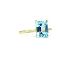 Ring in 18kt geel goud met blauwe topaas