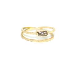 Twist verlovingsring  in 18kt geel goud met een salt & pepper diamant
