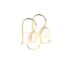 Oorhangers in 18kt geel goud met zoetwaterparels, ook mogelijk in 18kt rosé goud