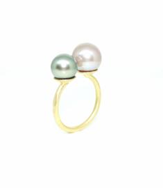 You and Me Chloé ring in 18kt geel goud met een Tahiti en een Edison parel