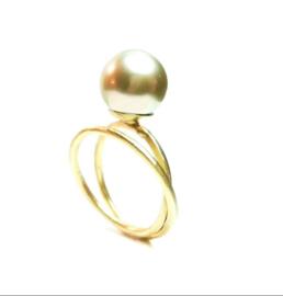 ring in 18kt geel goud met gouden zuidzeeparel, deze ring is enkel beschikbaar in maat 54