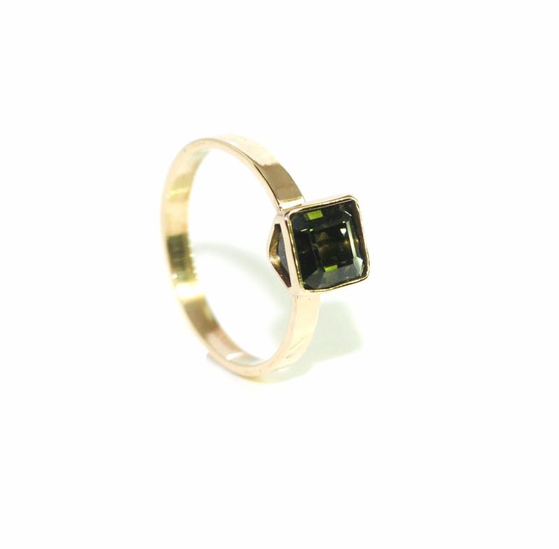 Ring in 18kt geel goud met een octagon (1,27ct) toermalijn