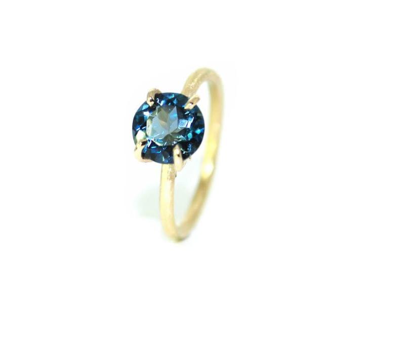 Jasmine verlovingsring in18kt geel goud met london blue topaz