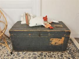 Stoere houten vintage kist met industrieel tintje