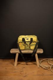 College bag  van cementzakken in ecru/zacht geel